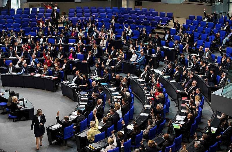 Alman Milletvekili Cem Özdemir'in kirli mazisi