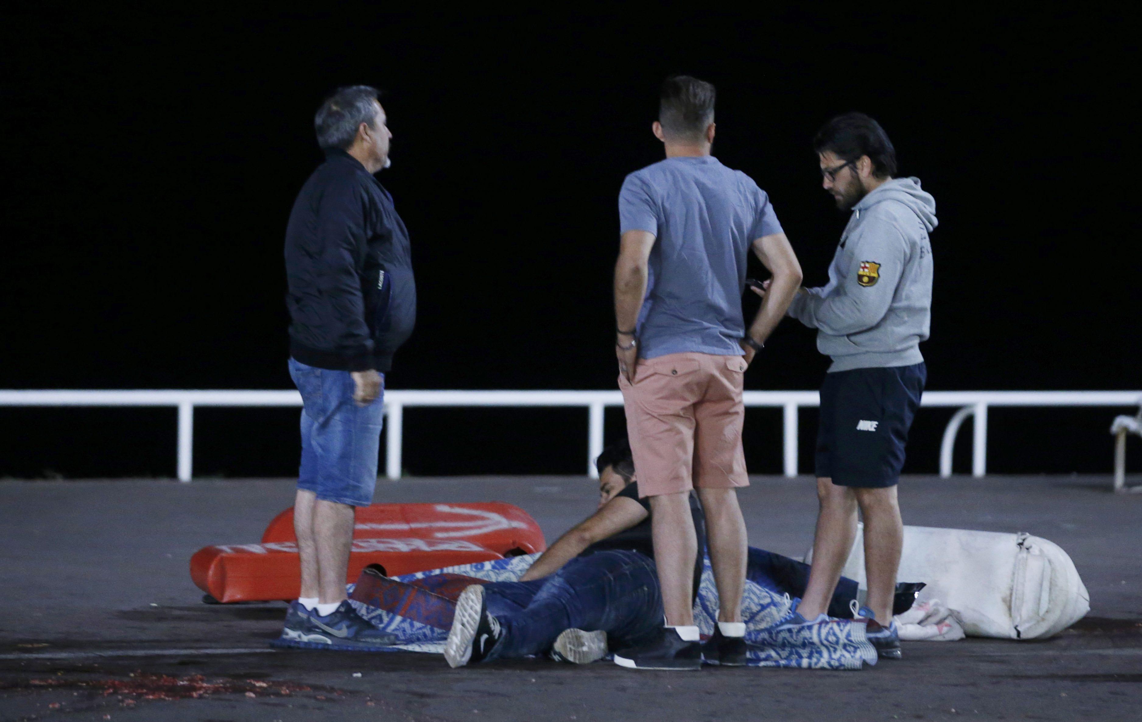 Fransa'da kamyonlu saldırı ve silah sesleri