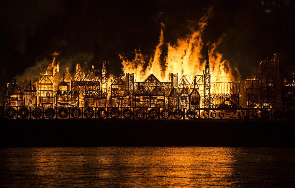 Londra'da dev yangın