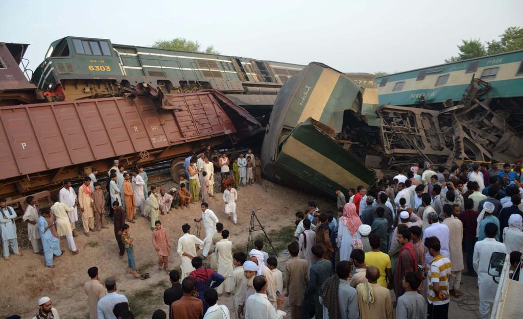 Pakistan'da tren kazası!