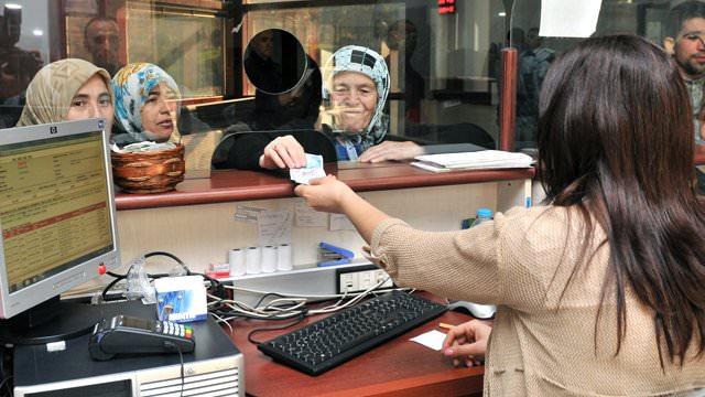 Emekliler yüzde 4.73 zamlı maaşlarını almaya başladı