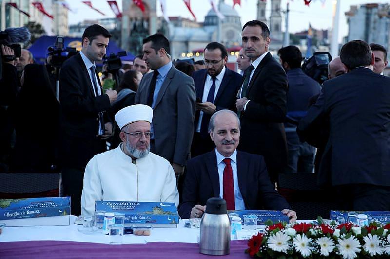 Başbakan Yardımcısı Numan Kurtulmuş iftarda taksim meydanında