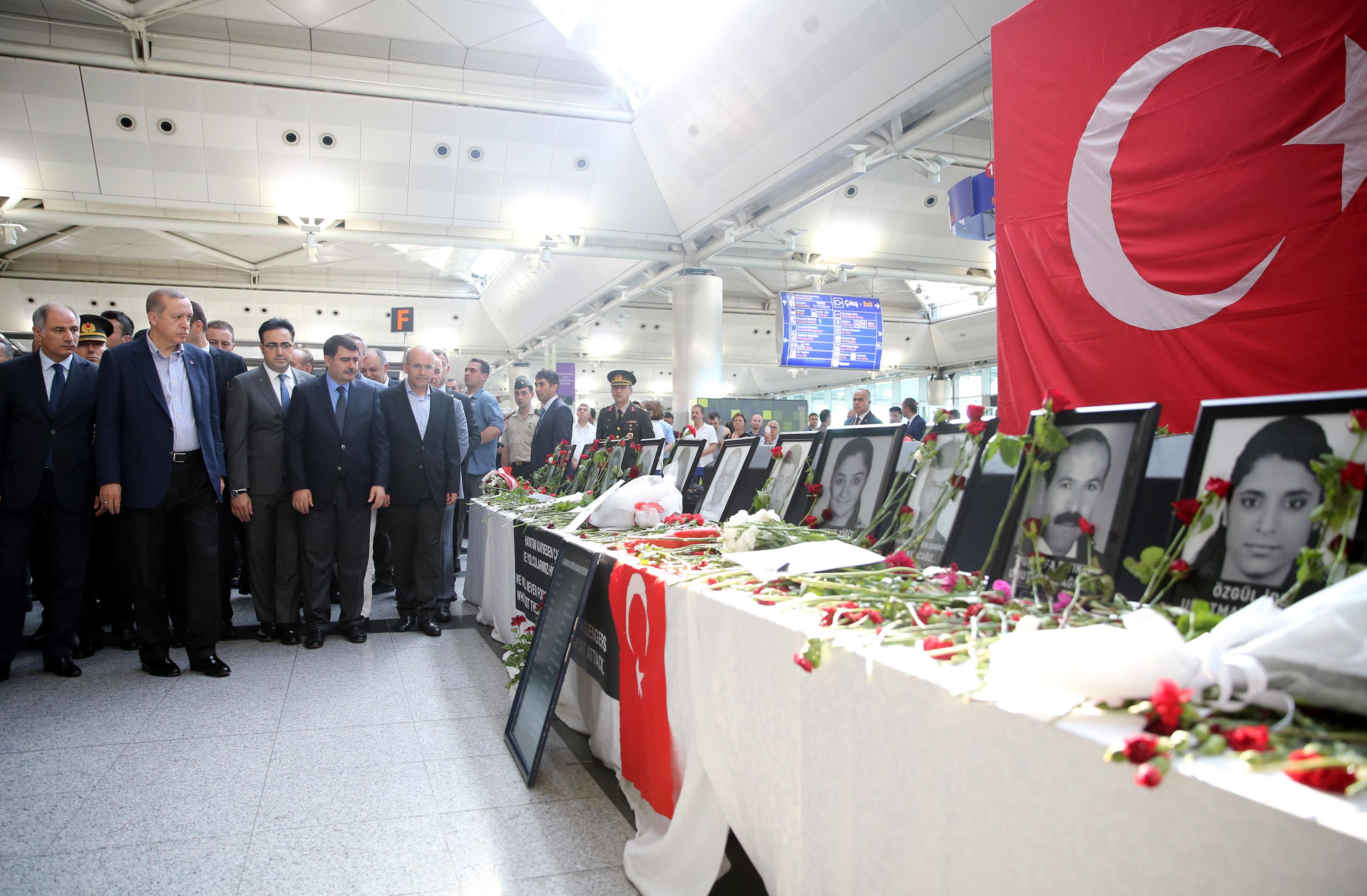 Cumhurbaşkanı Erdoğan Atatürk hava limanında incelemelerde bulundu