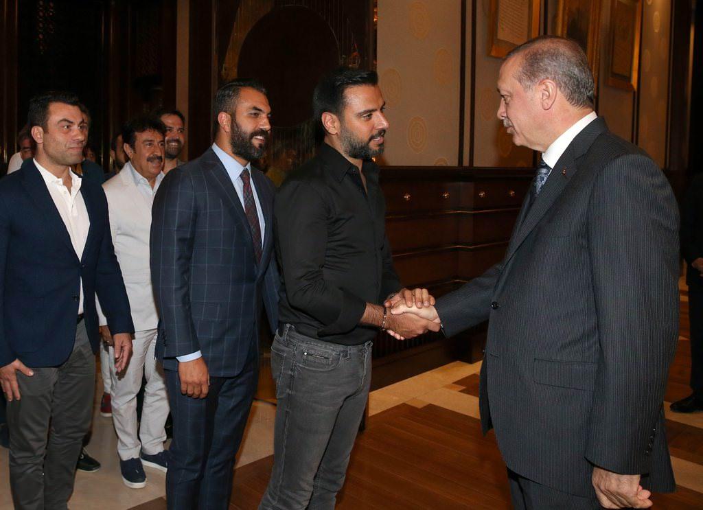 Erdoğan ünlü isimleri Külliye'de kabul etti