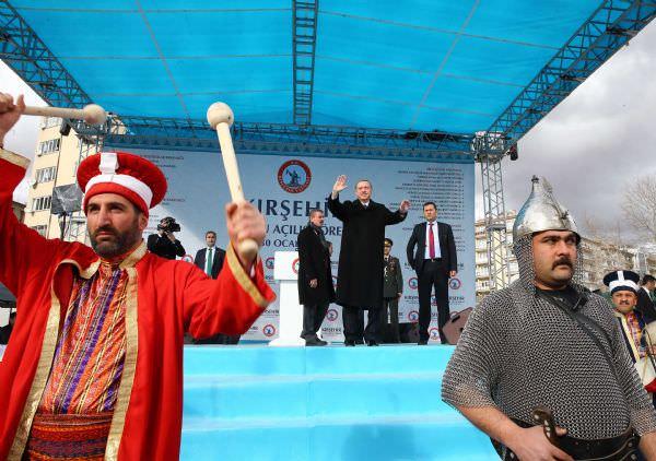 Erdoğan yeni Türkiye ve yeni anayasa için meydanlara indi