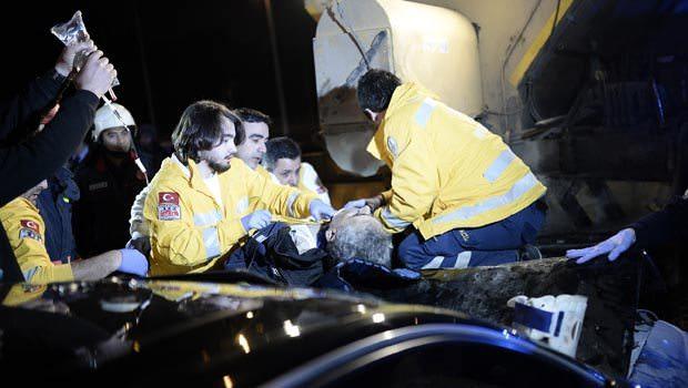 İstanbul'da feci kaza 2 ölü,2 yaralı