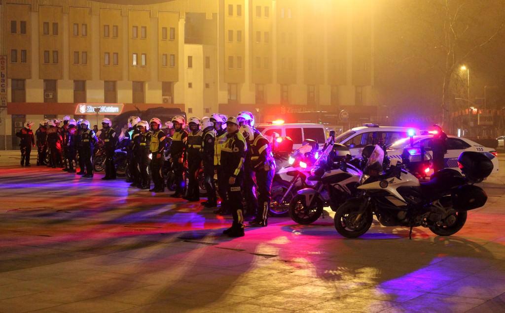 İstirahatte bulunan bin 500 polis SMS ile çağrıldı