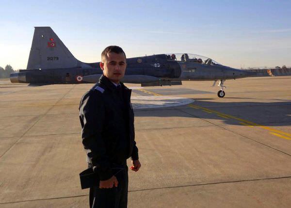 Savaş pilotu olacaktı, piliç fabrikasında asgari ücretle çalışıyor!