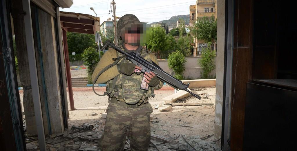Şırnak'ta teröristler vatandaşların evlerini bu hale getirdi