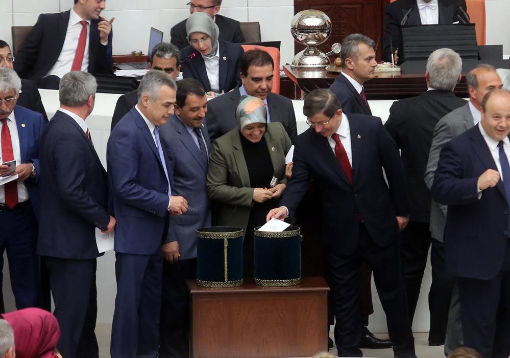 Tuğrul Türkeş ile Devlet Bahçeli arasında samimi görüntüler