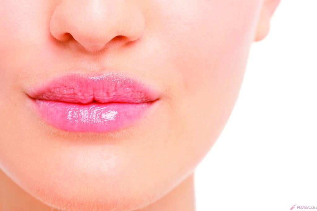 Dolgun dudaklı olmak kadınları mutlu ediyor