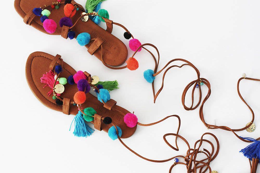 Renkli ponpon koyup sandaletini kendin yap!