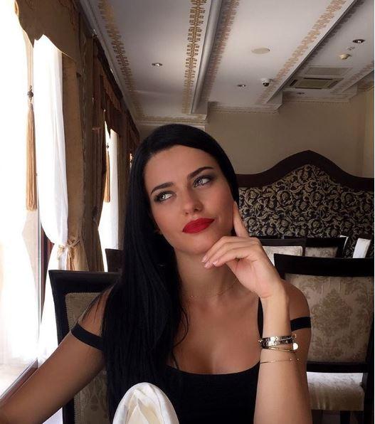 Adriana Lima'nın ikizi Gökçe Eygi güzellik yarışmasında Türkiye'yi temsil edecek