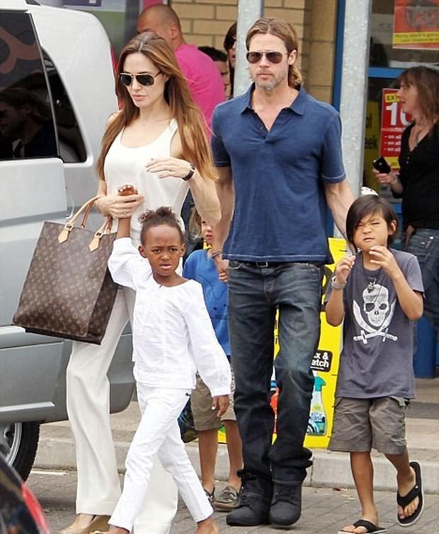 Angelina Jolie ve Brad Pitt boşanmasında bir ilk