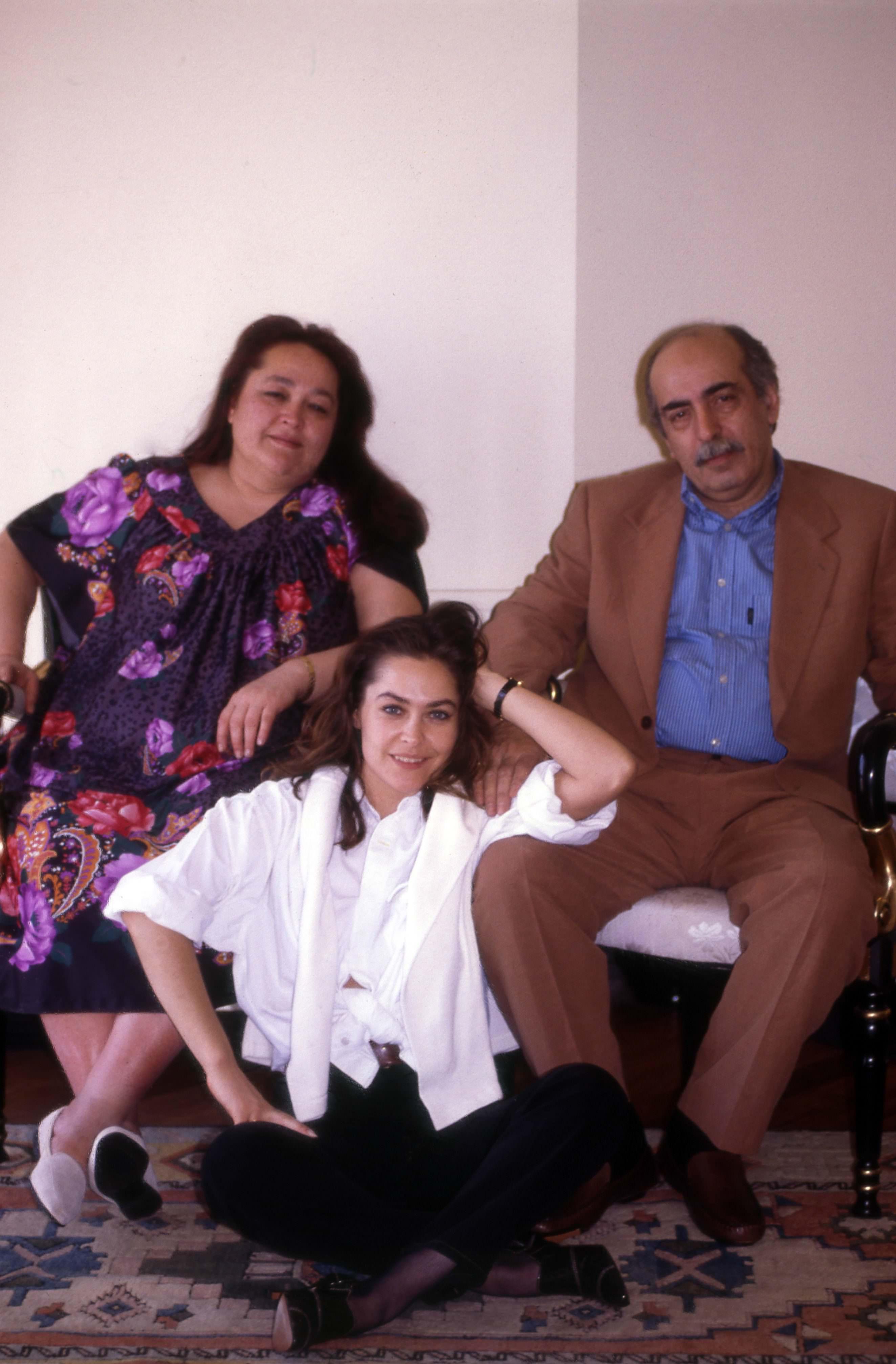 Bülent Ersoy'un sözlerine dayanamayan Helin Avşar canlı yayını terk etti
