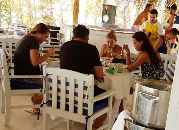 Cem Yılmaz: Ebru ile aramızda aşk yok