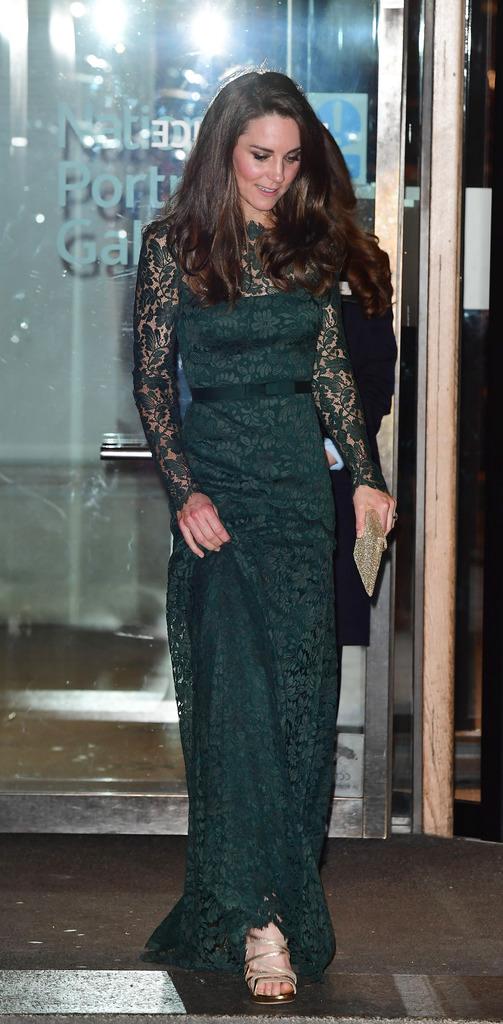 Kate Middleton giydiği elbiseyle sınıfa kaldı