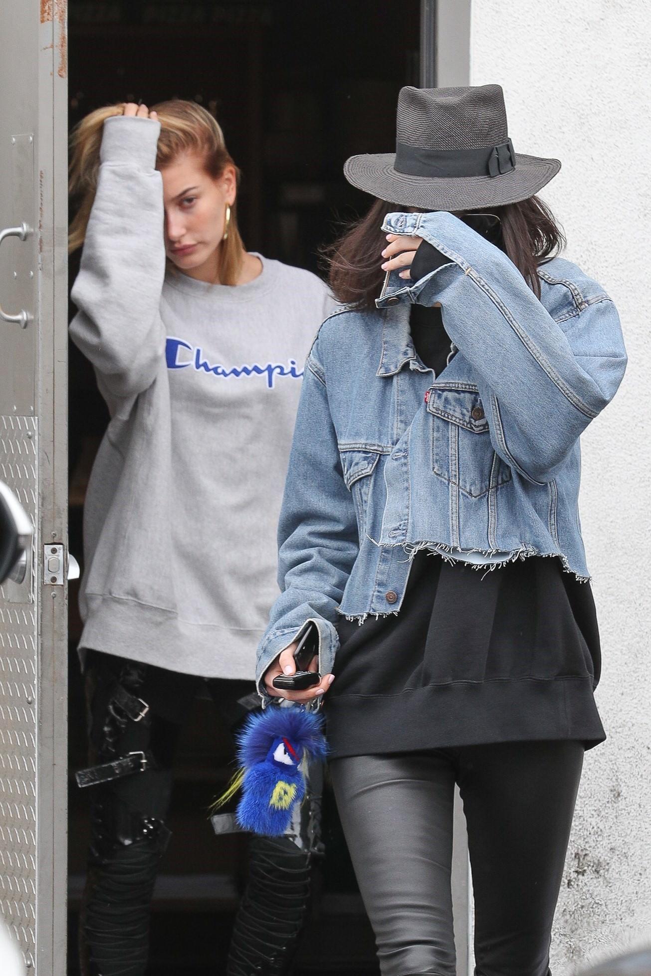 Kendall Jenner'ın yüzüne ne oldu?