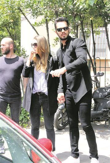 Murat Boz, Aslı Enver'i acı gününde yalnız bırakmadı