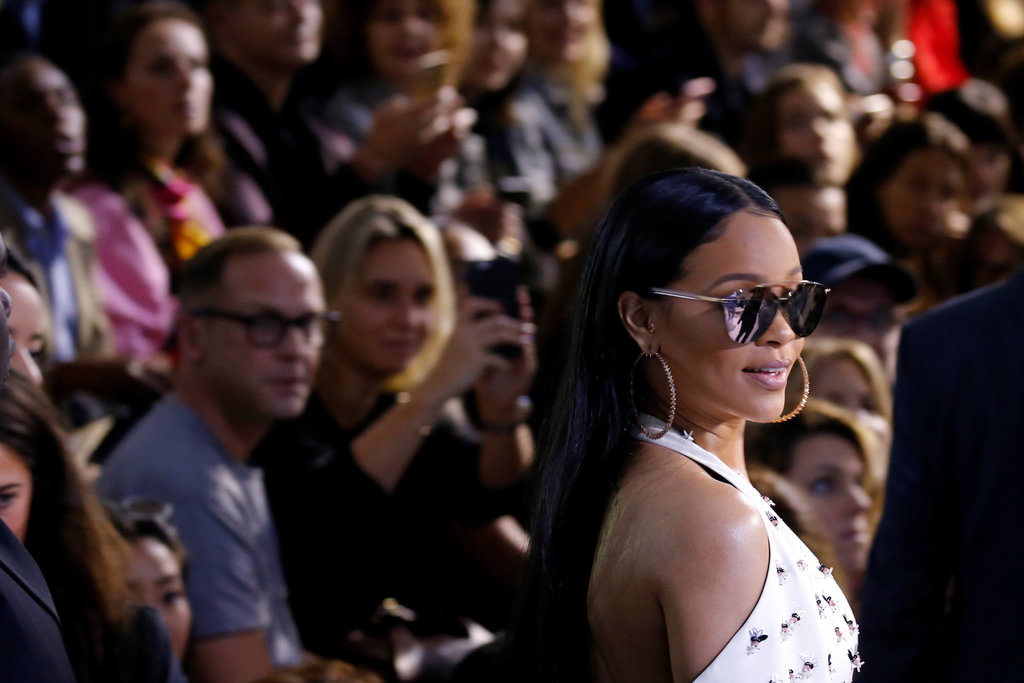 Rihanna, Paris'i kendine hayran bıraktı