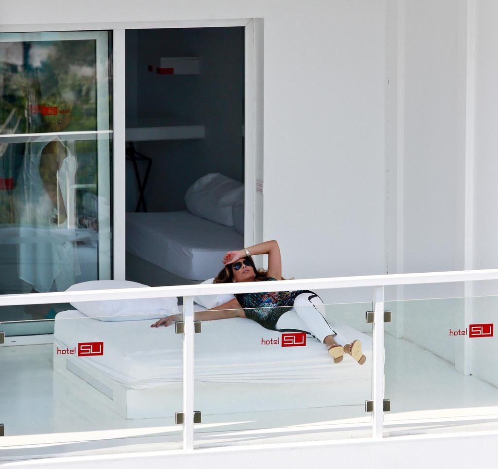 Şarkıcı Linet annesiyle tatilde objektiflere yakalandı