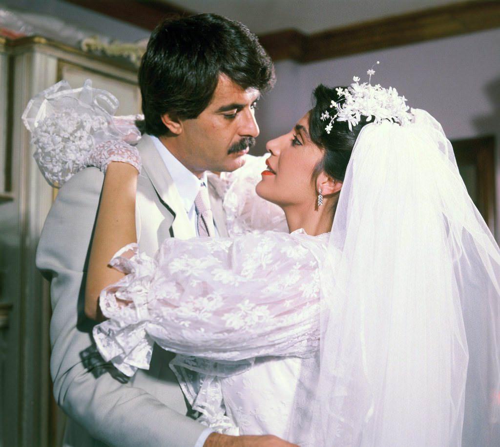 Tarık Akanın kızı evlendi