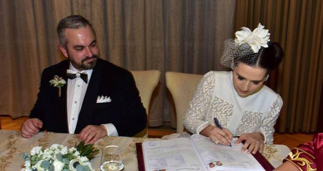 Üç yılın sonunda evlendiler