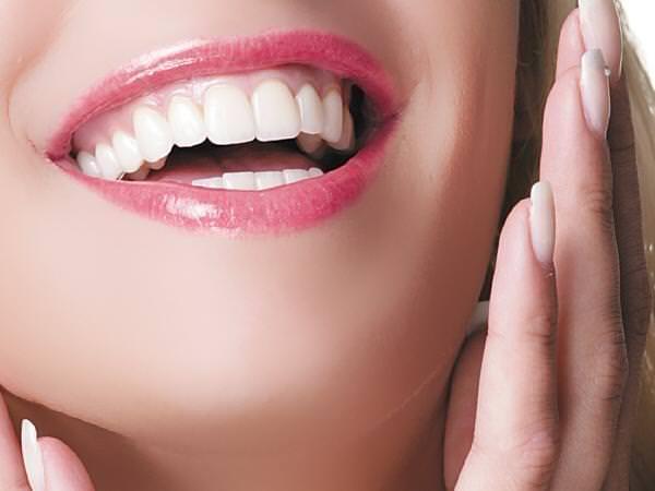 Evde diş beyazlatma setlerinin arkasındaki büyük tehlike!