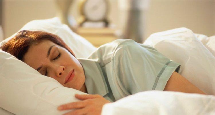 Sıcak yaz gecelerinde uyku problemi yaşayanlar dikkat