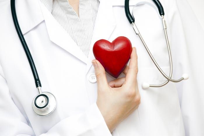 Şişmiş bilekler kalp hastalığı belirtisi olabilir