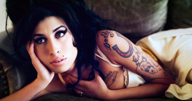 Amy Winehouse göz göre göre ölmüş!