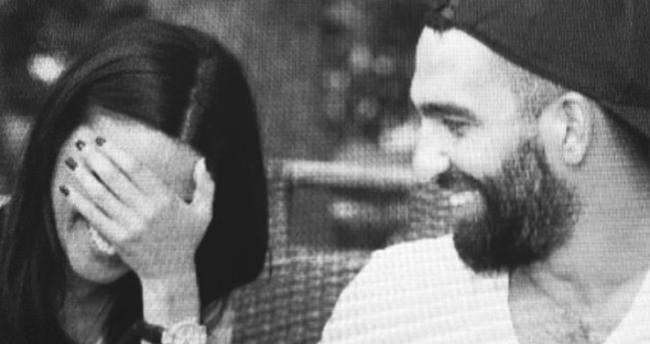 Aslıhan Doğan, Arda Turan'a aşkını kumlara yazdı