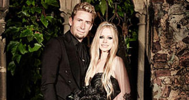 Avril Lavigne boşandı