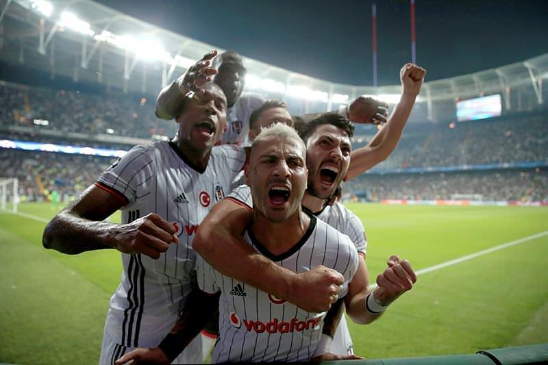 Beşiktaş maçında skorboarda yansıyan görüntü kızdırdı!
