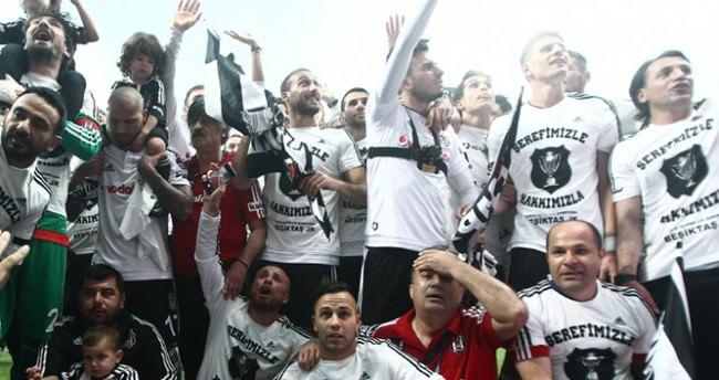 Beşiktaş'ın şampiyonluk kutlamasında büyük sürpriz