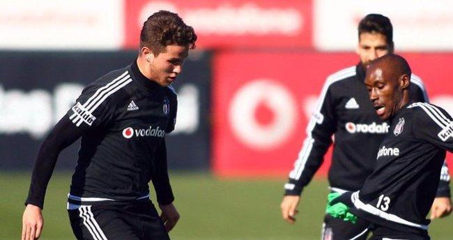 Beşiktaş'ın stoperi Hollanda'ya transfer oldu