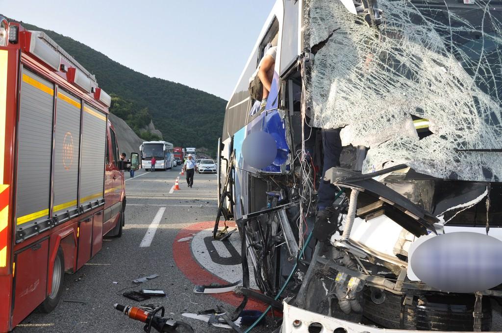 Bursa'da yolcu otobüsü tırla çarpıştı: 7 yaralı
