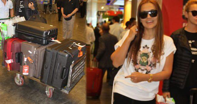 Demet Akalın 5 valiz kıyafetle döndü