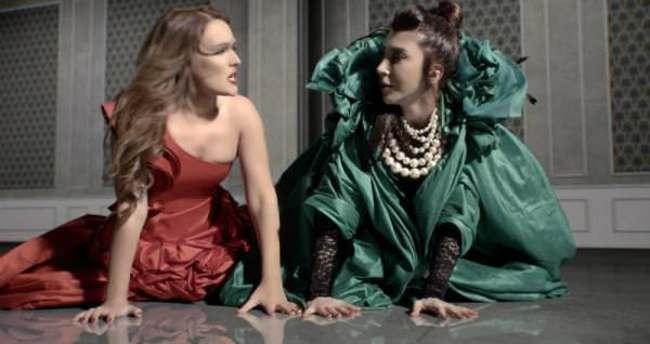 Demet Akalın ile Hande Yener kavgası bitmez