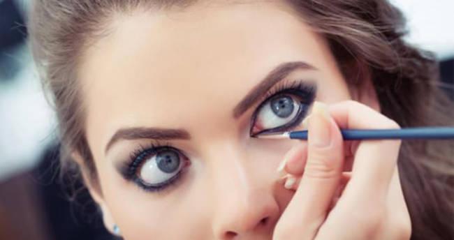 Göz makyajı yaparken bunlara dikkat edin!