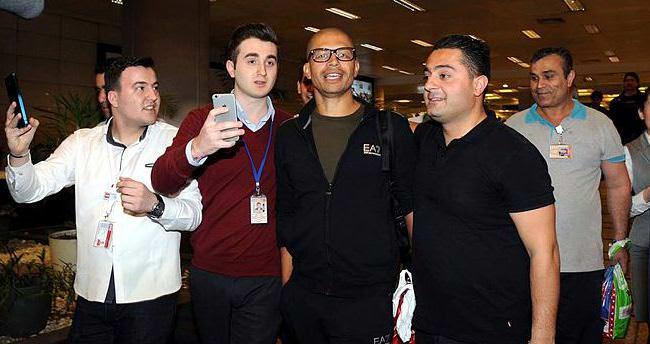 Havalimanında Alex izdihamı!