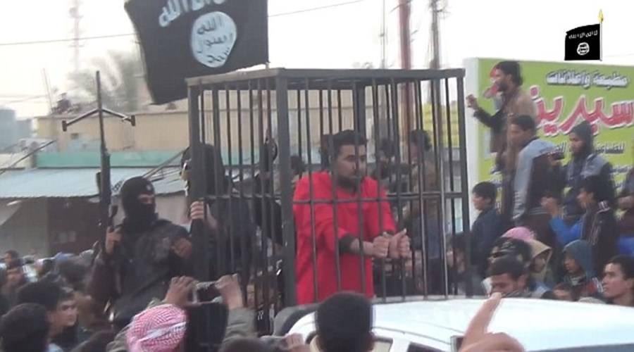 IŞİD Peşmergeleri kafeste gezdirdi!