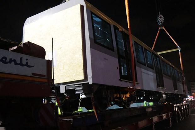Yeni metro vagonları raylara indirildi