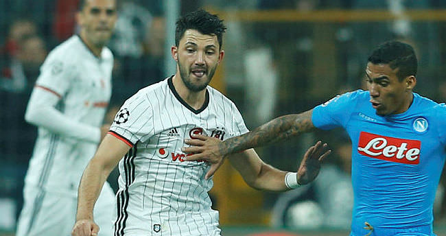 Manchester United, Tolgay Arslan'a talip oldu