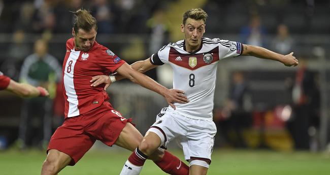 Mesut Özil'in menajerinden F.Bahçe'ye cevap
