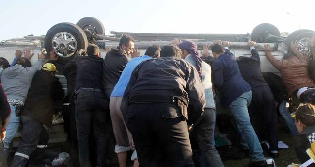 Öğrenci servisi devrildi: 19 yaralı var