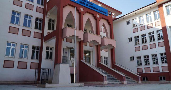 Okul bahçesinden Atatürk büstü çalındı