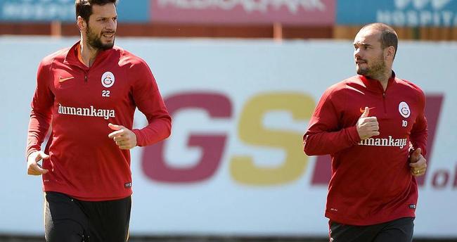 Sneijder derbide oynayacak mı?