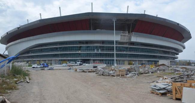 Taraftar yeni stadın inşaatında çalışıyor!