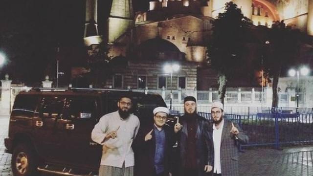 Trabzonsporlu Aykut Demir'in akşam yürüyüş keyfi